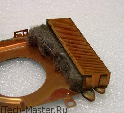 Забитые пылью вентиляционные отверстия в ноутбуке